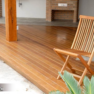 deck de madeira em terraco