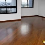 sala com piso de madeira pronto